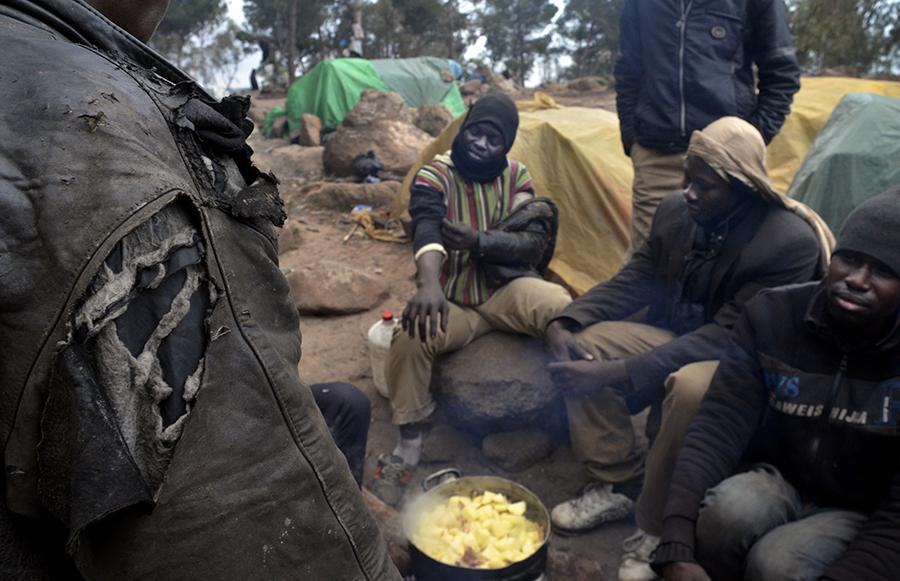 Desalojo  de  inmigrantes  en  el  monte  Gurugú