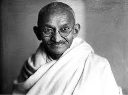 """""""Gandhi  era  un  pijo  jugando  a  revolucionario."""""""