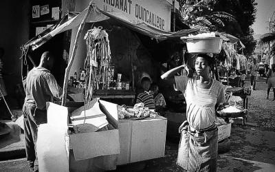 """""""En  Haiti  hay  un  pueblo  que  lucha  y  sonríe  """""""