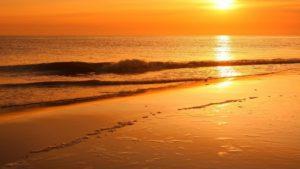 Un atardecer bonito en la playa
