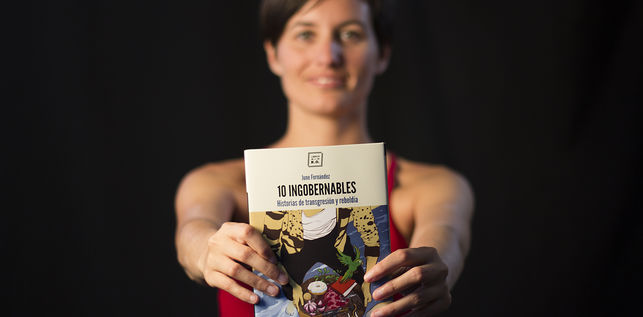 June Fernández: «Heteroarauan eroso dagoen jendearen eskemak apurtzeko balio dezake '10 ingobernables' liburuak»