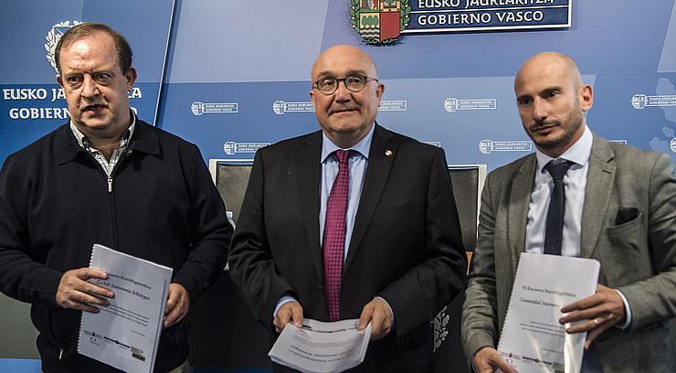 """Joseba Fernandez de Landa: """"Hirietan euskaran murgiltzea zailagoa da"""""""