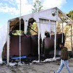 A view of the Souda municipality-run camp on the island of Chios on November 18, 2016. A Syrian refugee was seriously hurt and others left without shelter when assailants wielding rocks and firebombs targeted a migrant camp on the Greek island of Chios, officials said on November 18, 2016. / AFP PHOTO / PANTELIS FYKARIS