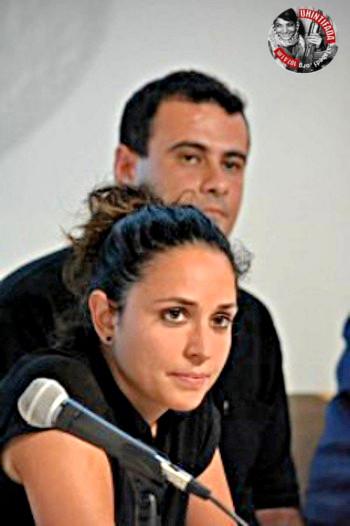 Charlamos  con  los  periodistas  gazatís  Isabel  Perez  y  Mussa´ab  Bashir  II.
