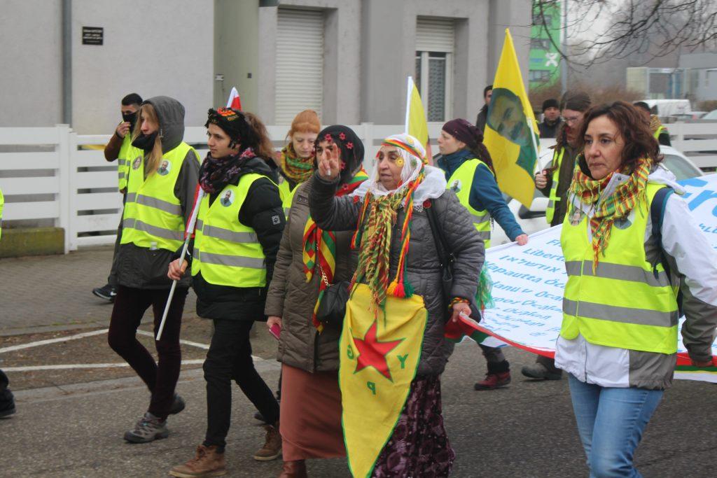 Kurdistaneko eguzkia Europa argitzen, martxa luze baten kronika