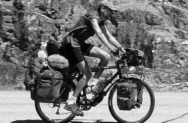 Kasakatxan,2017/02/28 : Lontxo, cicloviajero ilustre y viajando en familia por el sudeste asiático.