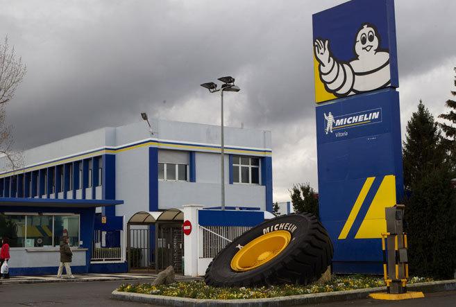 """Yon Coroso (CGT Michelin): """"Michelinek behin behineko 137 kontratu mugagabe bihurtu beharko ditu"""""""