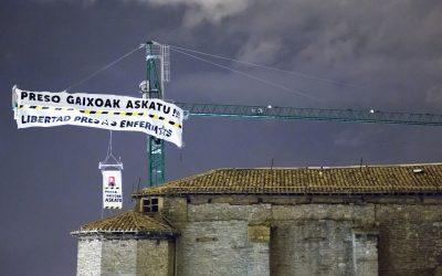 Making Of   Pancarta en la Catedral Vieja de Gasteiz pidiendo la libertad de las presas enfermas