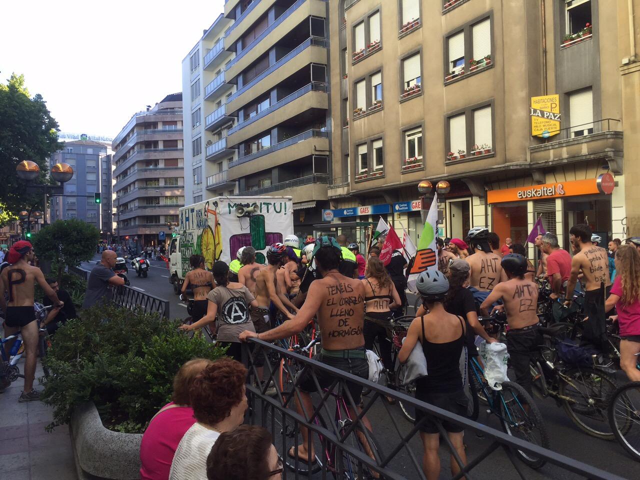 Piden  dos  años  de  prisión  para  un  policía  por  las  agresiones  en  una  marcha  contra  el  TAV