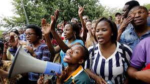 """Alba  Muñoz  (periodista):  """"Los  jovenes  sudafricanos  son  conscientes  de  que  el  legado  del  apartheid  sigue  vigente  en  su  pais,  el  racismo  y  la  pobreza"""""""