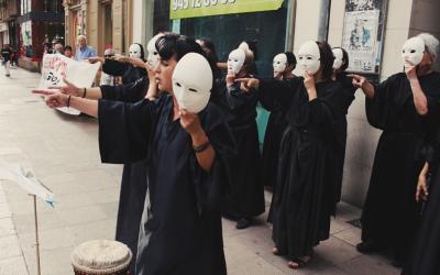 Performance  de  Mujeres  Contra  la  Guerra  en  Gasteiz