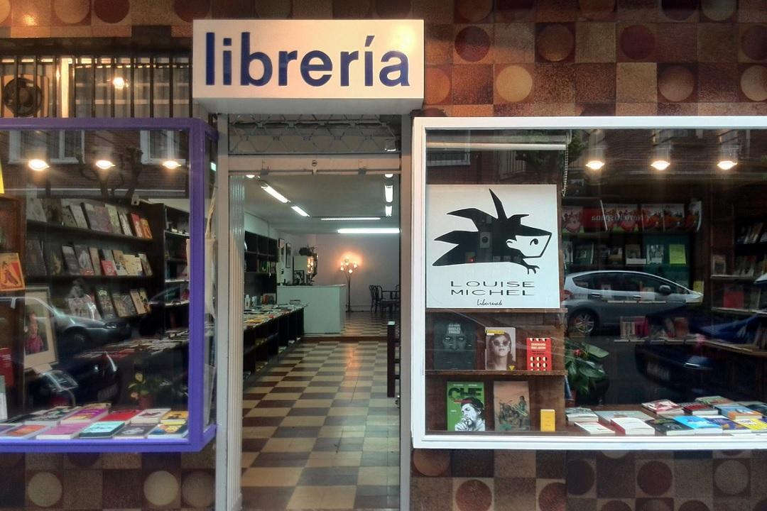 "Sección de literatura con ""Louise Michel"" (librería feminista de Bilbo)"