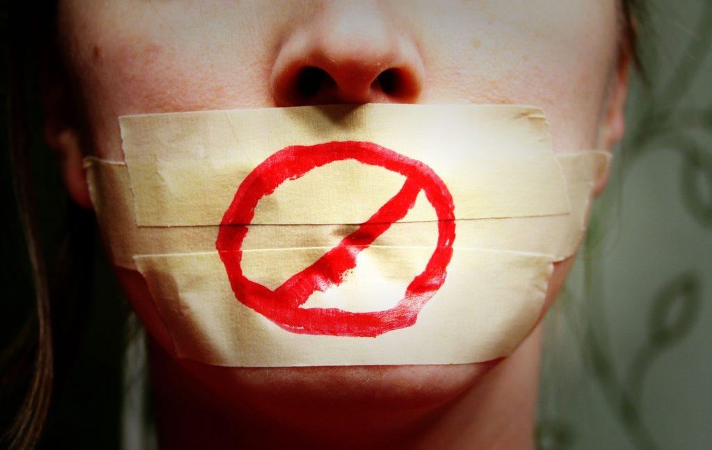 Mozal Legea ezarri dio Gasteizko Udaltzaingoak emakume bati, komisaldegian izandako elkarrizketa baten ondorioz