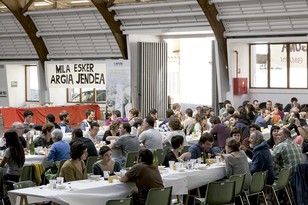 Argia eguna Gasteizen: komunitate oso batek bultzatutako kazetaritza independentea