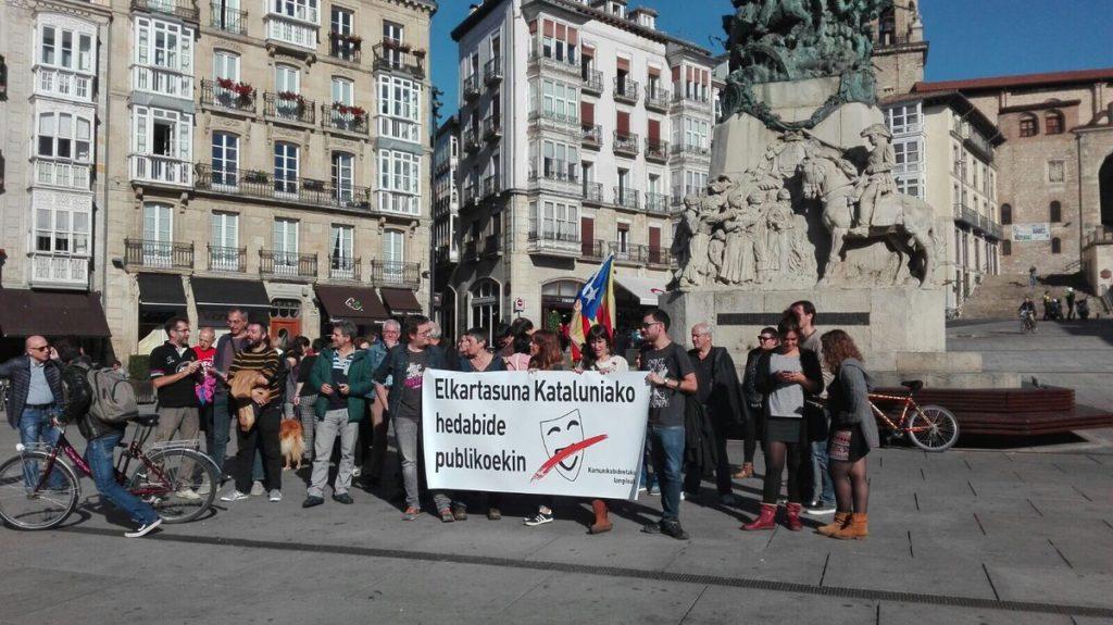 Kazetariak kazetaritzaren alde; Kataluniako hedabide publikoetako langileekin elkartasuna Gasteizen