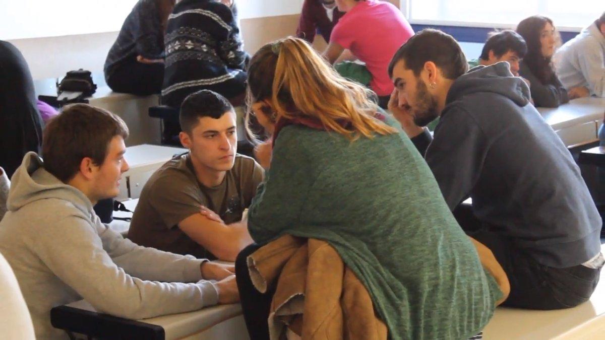Eskola Kolektiboak martxan daude Gasteizko zenbait fakultatetan
