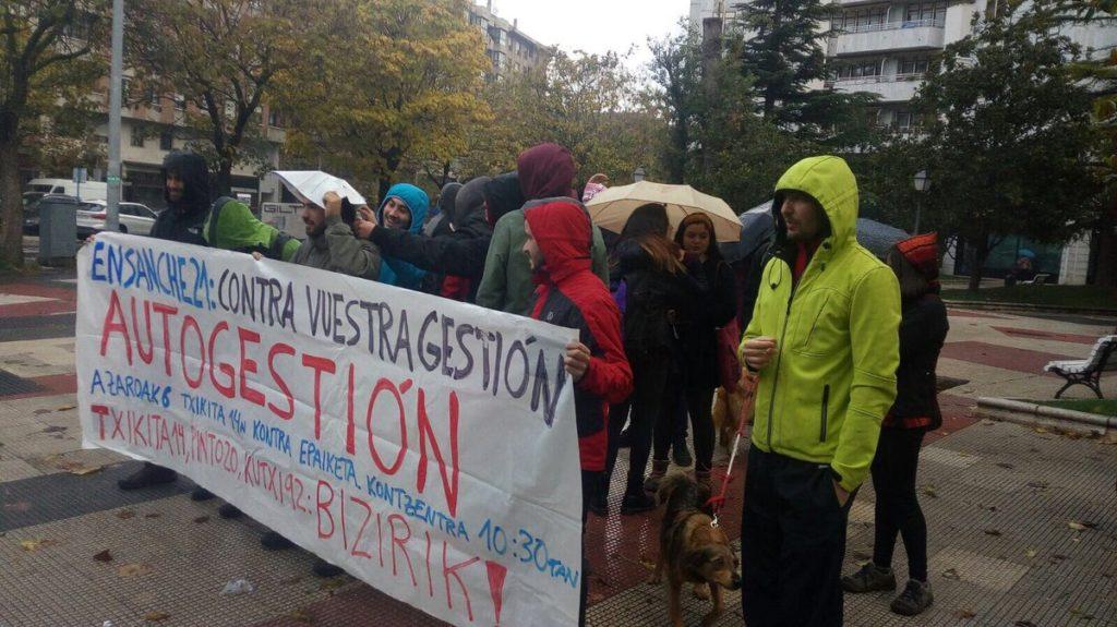 """Ensanche XXI reconoce que los bloques ocupados en Alde Zaharra """"no tenían demanda"""""""