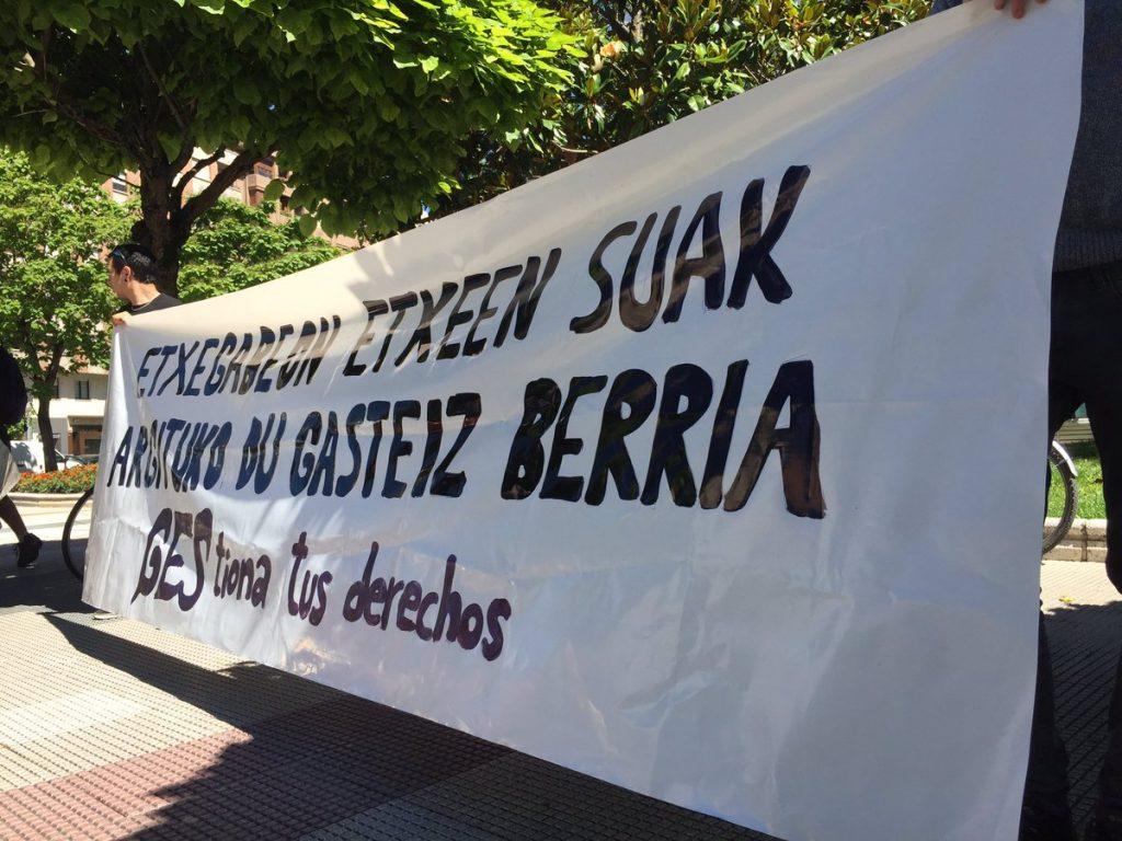 Txikita 14 blokea okupatzegatik epaitutako gaztea absolbitu dute