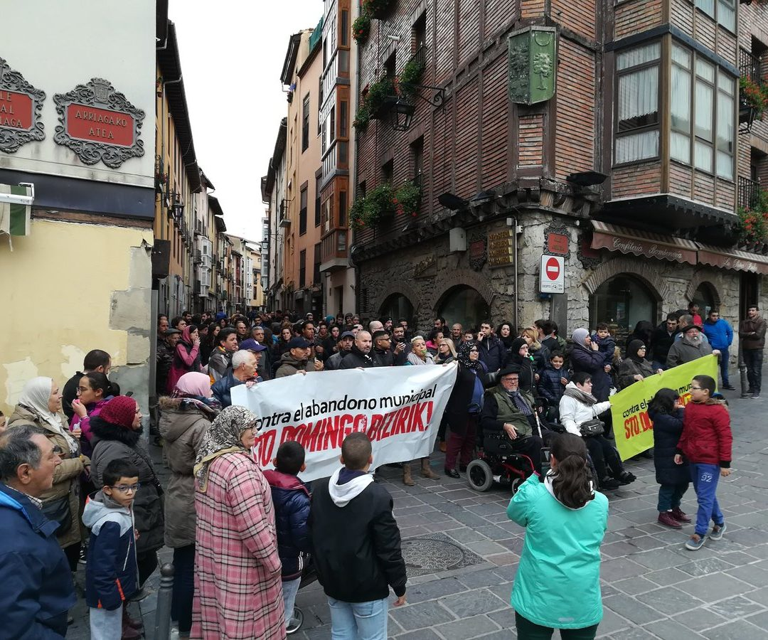 Santo Domingo kalea bizirik dagoela aldarrikatuko dute larunbatean manifestazio batekin