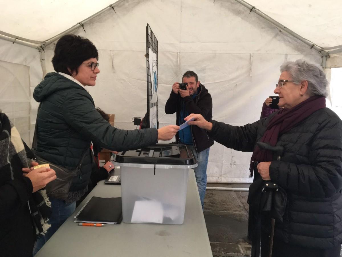 %46,98ko parte hartzea lortu dute Gure Esku Dagok Otxandion antolatutako herri galdeketan