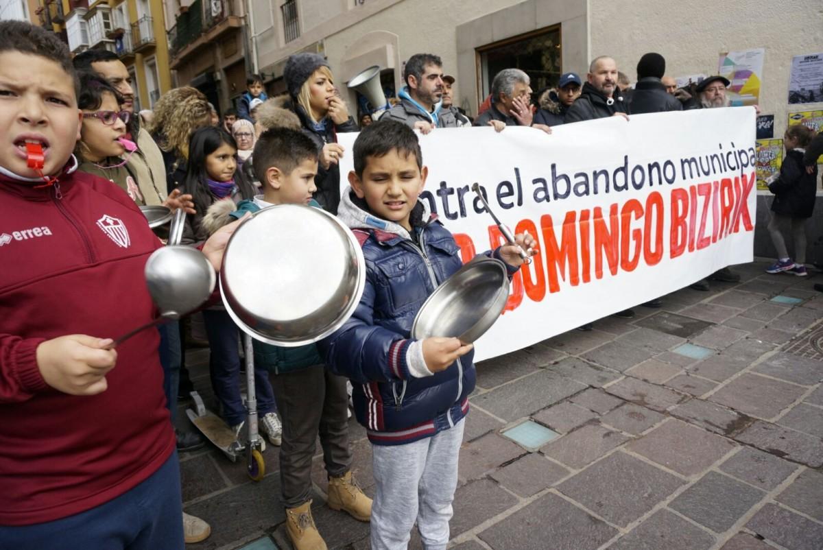 Indar erakustaldia Alde Zaharrean, Santo Domingoko bizilagunen alde eta Udalaren utzikerian aurka