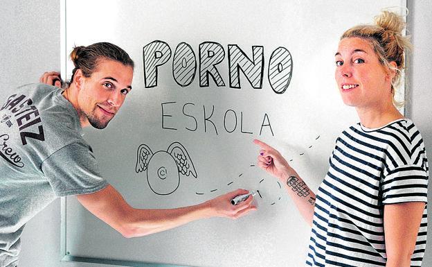 """Iratxe Gil (Porno Eskola): """"Porno komertzialak eredu ez-egokiak ematen dizkie nerabeei"""""""