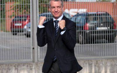 Urkullu se ofrece para mediar entre la Comisión y la Federación de blusas y neskas