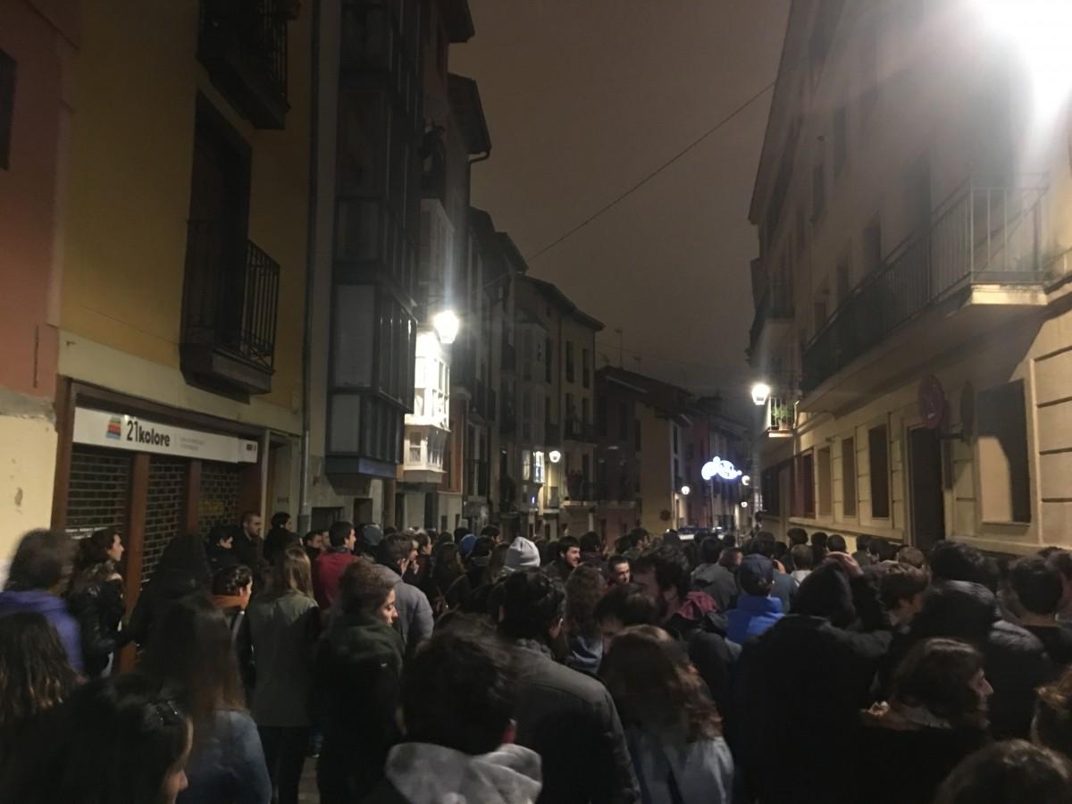 'Korre  127'  blokea  desalojatu  dute,  Udaltzaingoaren  kargekin  lagunduta