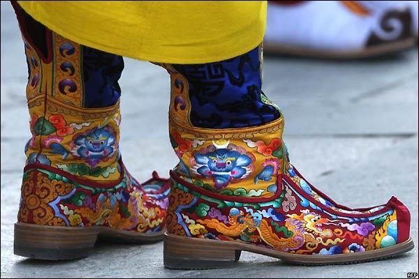Kasakatxan 3.09: Buscándose la vida de viaje / Bhutan, el reino que quiso medir la felicidad