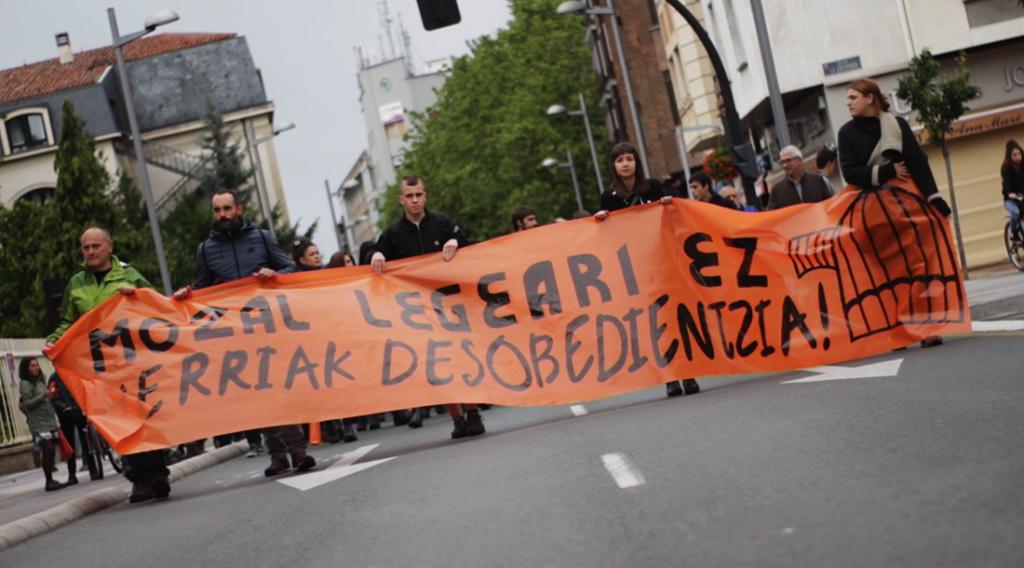 """""""Ante la aplicación de la Ley Mordaza por parte de la Policía Local de Gasteiz"""" -Eleak Gasteiz-"""