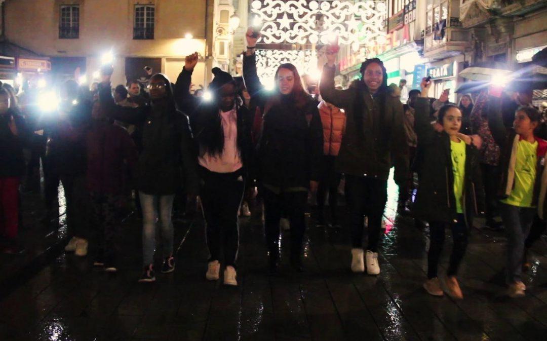 Flashmob pertsona migratzaileen eskubideen alde