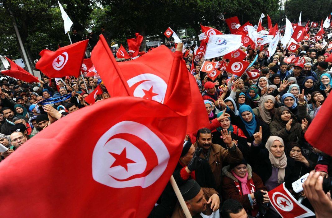 Túnez: Crisis económica, vuelta a las pateras e involución democrática