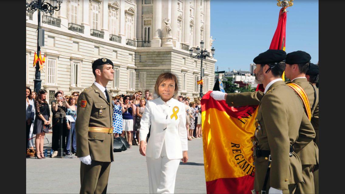 Antón Saénz de Santamaría exige una jura de bandera al grupo parlamentario EH Bildu