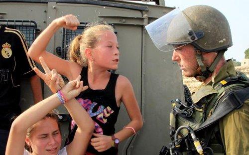 """""""Nabi Saleh herrian emakumeak dira erresistentziaren protagonistak, eta horrek desmontatu egiten du Israelek ematen duen emakume palestinarren irudi esteoreotipatuta"""""""