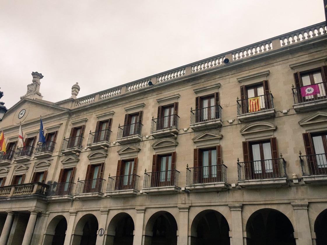 EH Bildu retira la estelada del Ayuntamiento de Gasteiz después de que Urtaran le diese cinco días para quitarla