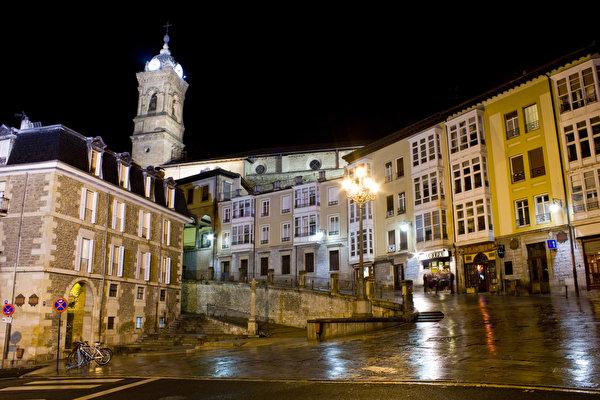 El 16% de las personas menores de edad de Gasteiz sufre pobreza infantil