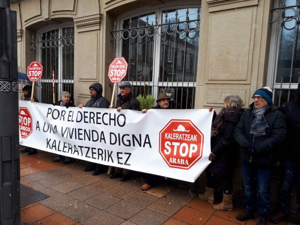 Kaleratzeak Stop presenta una PNL en el Parlamento Vasco