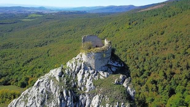 El castillo de Marutegi, en Araia, el faro de la Lautada