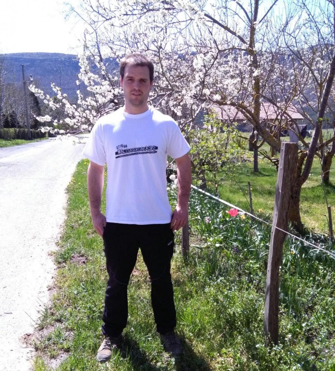 TVE censura a un ganadero de Kuartango que portaba la camiseta de 'Altsasukoak Aske'