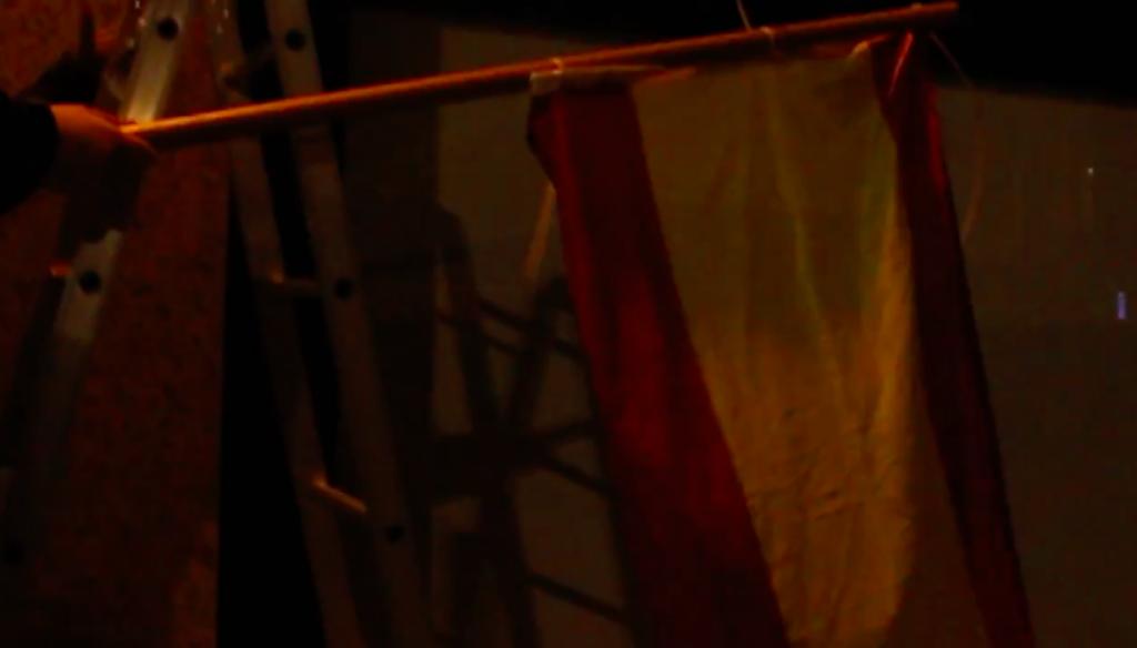 Ernai coloca la bandera española y el lema 'Populares Vascos' en la sede del PNV en Aiaraldea