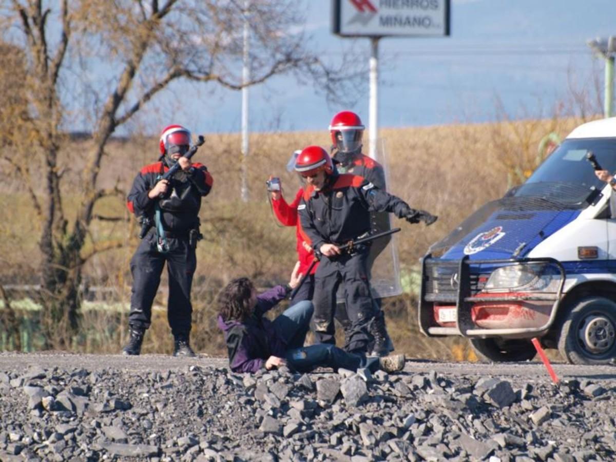 """25 años de una lucha que la Ertzaintza ordenó tratar como """"terrorismo"""""""