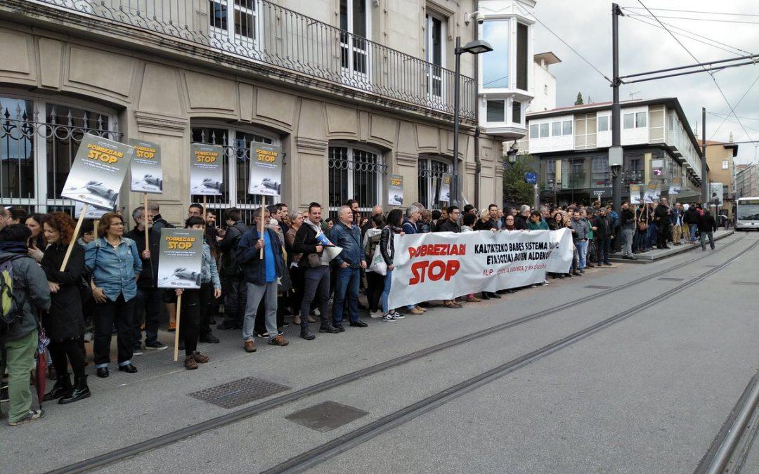 Pobreziaren eta bazterketa sozialaren aurkako salaketa eraman dute Eusko Legebiltzarreraino