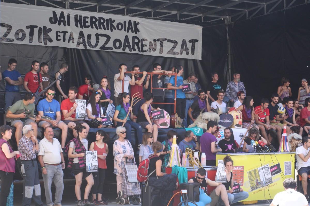 """Kriminalizazioa salatu eta auzo mailan erantzun diote Urtaran eta Gobernu talde """"piromanoari"""""""