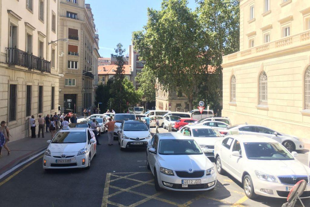Taxistas de Araba deciden alargar la huelga un día más