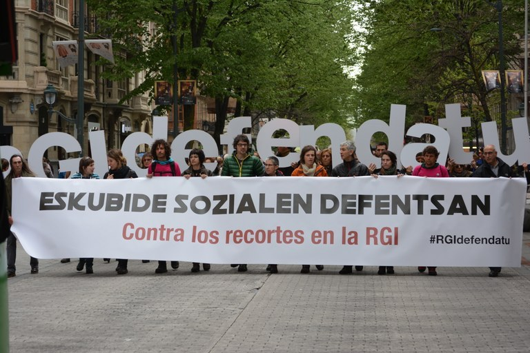 Prestaciones Sociales | La propuesta de ley de PNV y PSE sobre reforma de la RGI se pospone a septiembre, los colectivos piden su retirada