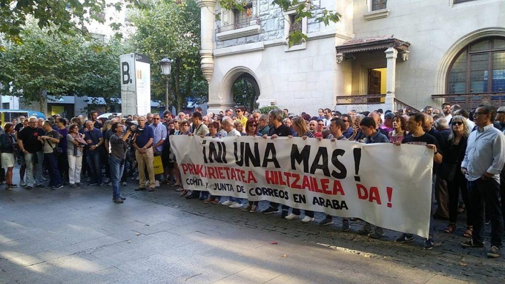 La precariedad se lleva por delante la vida de una empleada de Correos en Gasteiz