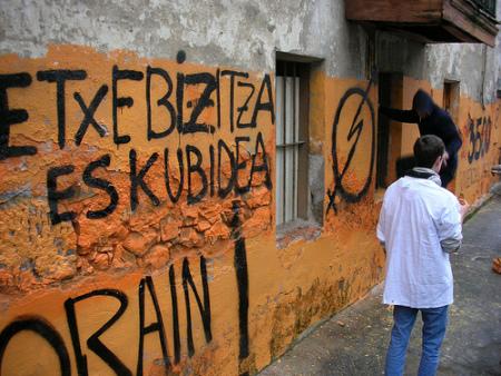 Analizamos con Kaleratzeak Stop las posibilidades de la ley de vivienda vasca