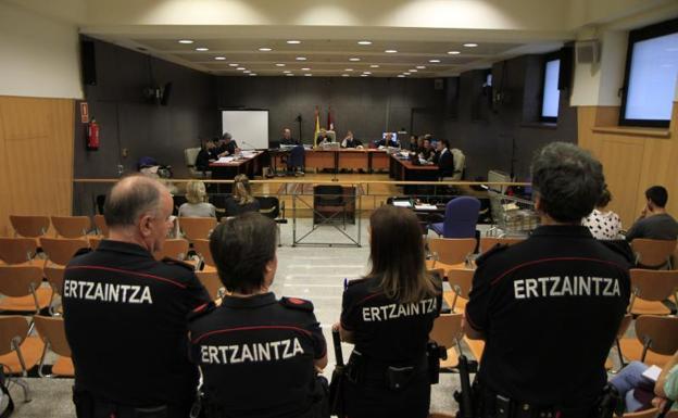 """Unai Rodriguez: (Justizia Iñigorentzat): """"Zapalkuntzak bermatzeko tresna bat dira poliziak"""""""