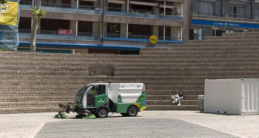 La noche del domingo comienza la huelga indefinida en el servicio de limpieza de Gasteiz, a falta de un improbable acuerdo