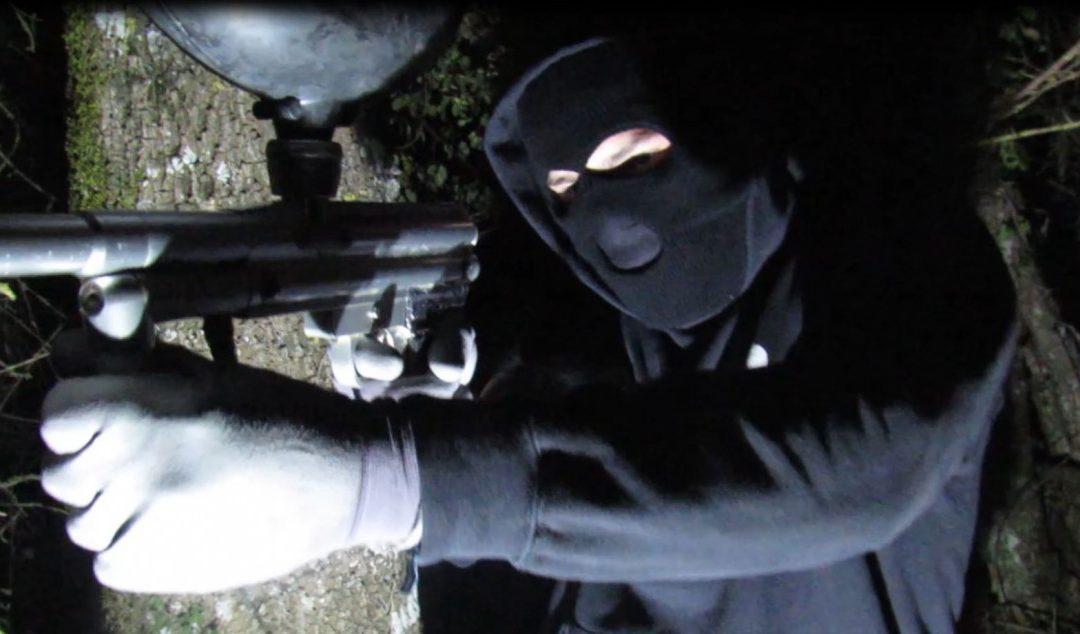 Pintura y escopetas de paintball contra la Ertzaintza para denunciar de la sentencia del Caso Cabacas